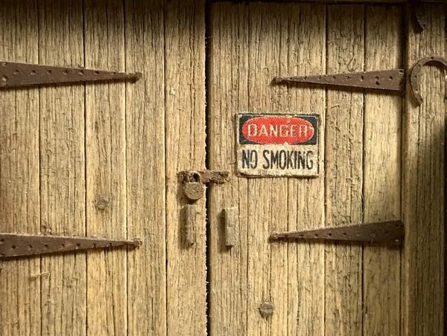 shack door